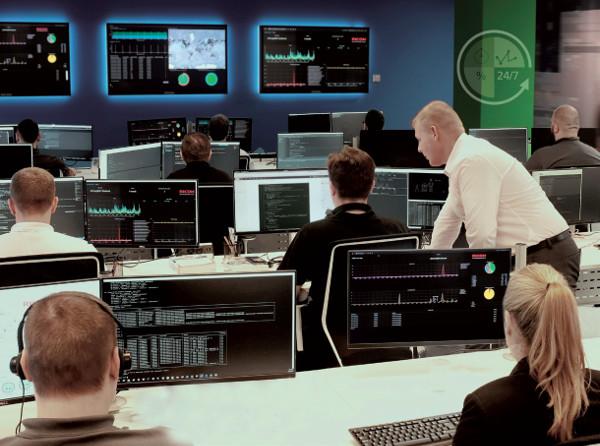 Nel Service Operation Center di Varsavia tecnici altamente qualificati seguono i clienti 24x7x365