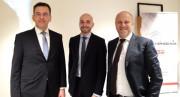 Gli AD di Würth Phoenix Hubert Kofler (sinistra), Michael Piok (destra) e il coordinatore della sede milanese Maurizio Marin (in mezzo) alla cerimonia di inaugurazione del nuovo ufficio.